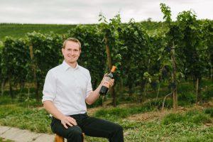 70469R! Weinbau Fabian Rajtschan Schenkensteinstr. 20 70469 Stuttgart-Feuerbach  www.70469r.de info@70469R.de
